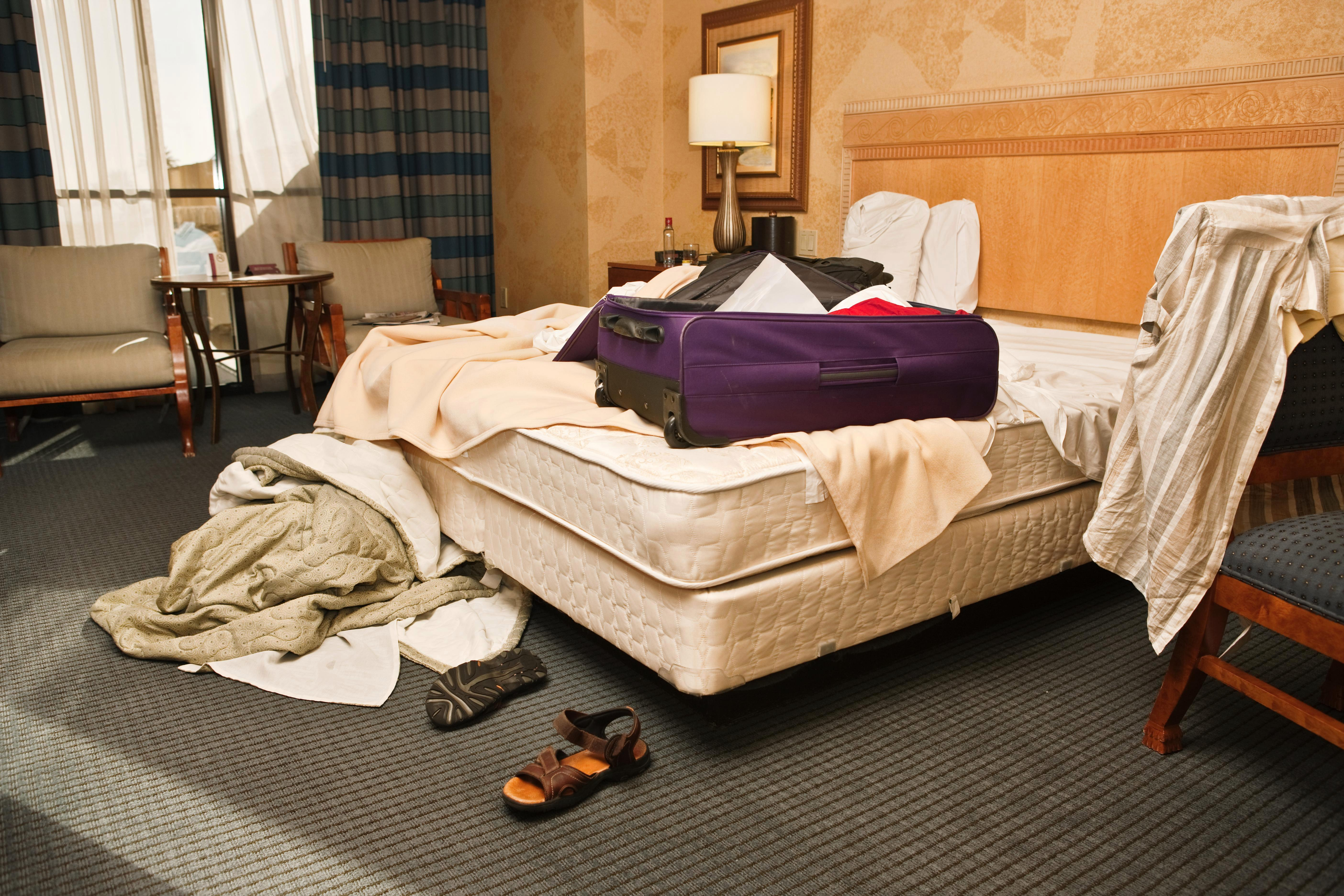 Hotel worker reveal grimmest sights he's seen in rooms, from dead