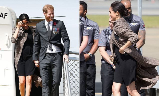 4640144f35806 Meghan Markle dons $30 ASOS maternity dress on arrival in New Zealand - Big  World Tale