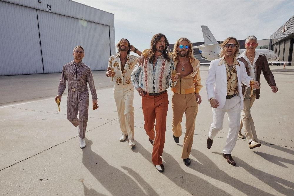 Foo Fighters' Bee Gees Tribute Band Announces 'Hail Satin' LP - Big World  Tale